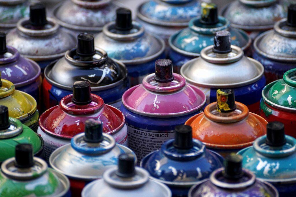 Peindre avec une bombe de peinture : les précautions à prendre en compte